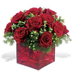çiçek siparişi sitesi  9 adet kirmizi gül cam yada mika vazoda