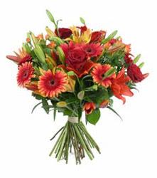 Kocaeli internetten çiçek satışı  3 adet kirmizi gül ve karisik kir çiçekleri demeti