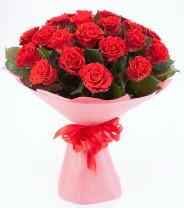12 adet kırmızı gül buketi  Kocaeli uluslararası çiçek gönderme