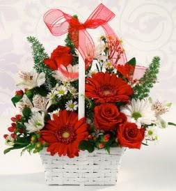 Karışık rengarenk mevsim çiçek sepeti  Kocaeli hediye sevgilime hediye çiçek