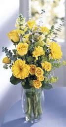 Kocaeli çiçek servisi , çiçekçi adresleri  sari güller ve gerbera cam yada mika vazo