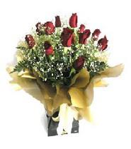 Kocaeli hediye sevgilime hediye çiçek  11 adet kirmizi gül  buketi