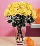 14 şubat sevgililer günü çiçek  9 adet sari güllerden cam yada mika vazo