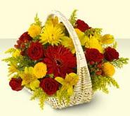 yurtiçi ve yurtdışı çiçek siparişi  sepette mevsim çiçekleri