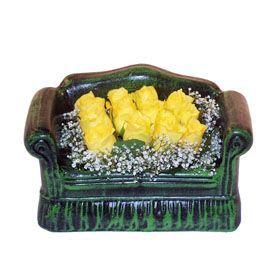 Seramik koltuk 12 sari gül   Kocaeli online çiçek gönderme sipariş