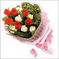 5 kirmizi 5 beyaz güllerden   Kocaeli çiçek servisi , çiçekçi adresleri