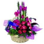 çikolata ve sepette çiçek   Kocaeli çiçekçi mağazası