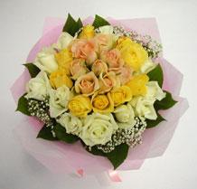 sari ve beyaz gül karisimda   Kocaeli çiçek siparişi vermek