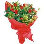 10 adet kirmizi gül buketi  çiçek siparişi sitesi