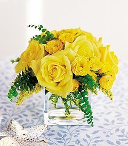 kaliteli taze ve ucuz çiçekler  cam içerisinde 12 adet sari gül