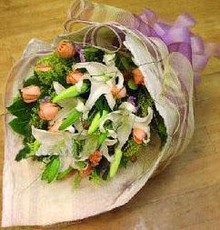 14 şubat sevgililer günü çiçek  11 ADET GÜL VE 1 ADET KAZABLANKA