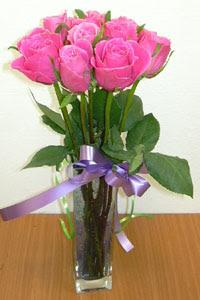 cam vazo içerisinde 11 adet gül  14 şubat sevgililer günü çiçek