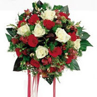 Kocaeli online çiçek gönderme sipariş  6 adet kirmizi 6 adet beyaz ve kir çiçekleri buket