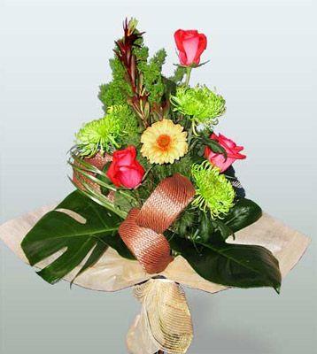 Kocaeli online çiçek gönderme sipariş  3 adet gül 4 adet gerbera çiçegi sade buket