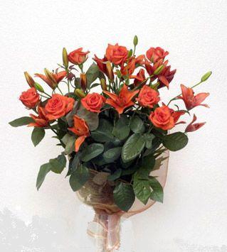 9 adet gül ve 3 adet lilyum çiçegi buketi   Kocaeli çiçek mağazası , çiçekçi adresleri