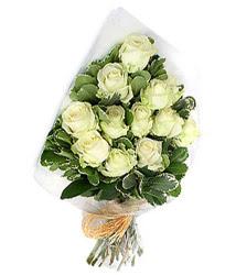 Kocaeli çiçek , çiçekçi , çiçekçilik  12 li beyaz gül buketi.