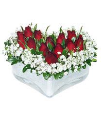 Kocaeli hediye sevgilime hediye çiçek  mika kalp içerisinde 9 adet kirmizi gül