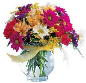 14 şubat sevgililer günü çiçek  cam yada mika içerisinde karisik mevsim çiçekleri