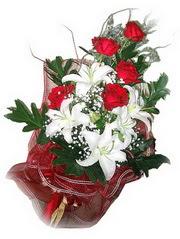çiçek gönderme  5 adet kirmizi gül 1 adet kazablanka çiçegi buketi