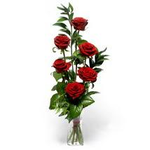 Kocaeli uluslararası çiçek gönderme  cam yada mika vazo içerisinde 6 adet kirmizi gül