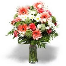 Kocaeli anneler günü çiçek yolla  cam yada mika vazo içerisinde karisik demet çiçegi