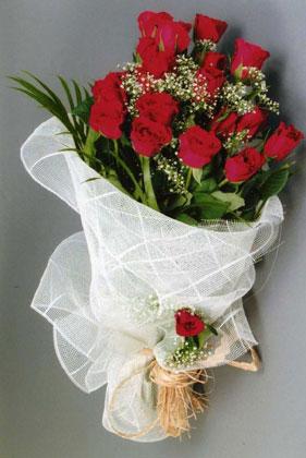 10 adet kirmizi güllerden buket çiçegi  Kocaeli çiçek satışı