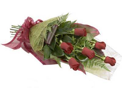 ucuz çiçek siparisi 6 adet kirmizi gül buket  Kocaeli uluslararası çiçek gönderme
