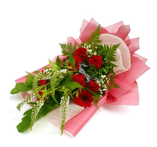Karisik çiçek buketi mevsim buket  Kocaeli uluslararası çiçek gönderme
