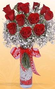 10 adet kirmizi gülden vazo tanzimi  Kocaeli uluslararası çiçek gönderme