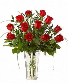 cam yada mika vazo içerisinde 9 kirmizi gül  Kocaeli uluslararası çiçek gönderme