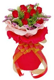 kaliteli taze ve ucuz çiçekler  8 Adet kirmizi güllerden buket tanzimi