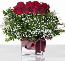 14 şubat sevgililer günü çiçek  mika yada cam vazo içerisinde 7 adet gül