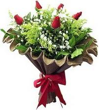 Kocaeli çiçek servisi , çiçekçi adresleri  5 adet kirmizi gül buketi demeti
