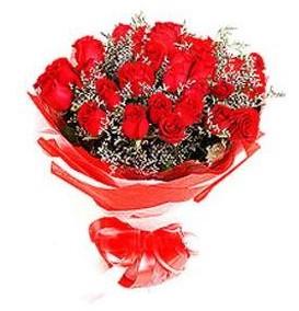 çiçek yolla  12 adet kırmızı güllerden görsel buket