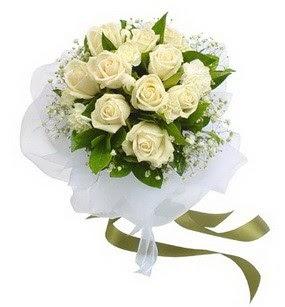 Kocaeli çiçek , çiçekçi , çiçekçilik  11 adet benbeyaz güllerden buket