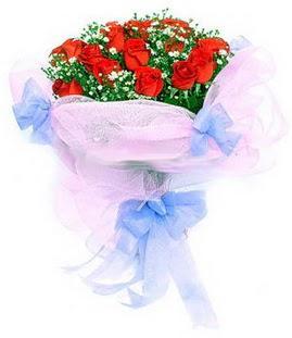 Kocaeli uluslararası çiçek gönderme  11 adet kırmızı güllerden buket modeli