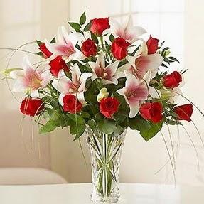 çiçek yolla  12 adet kırmızı gül 1 dal kazablanka çiçeği