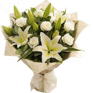 Kocaeli online çiçekçi , çiçek siparişi  3 dal kazablanka ve 7 adet beyaz gül buketi