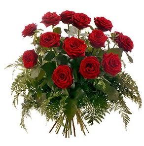 14 şubat sevgililer günü çiçek  15 adet kırmızı gülden buket
