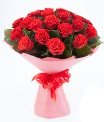 15 adet kırmızı gülden buket tanzimi  Kocaeli uluslararası çiçek gönderme