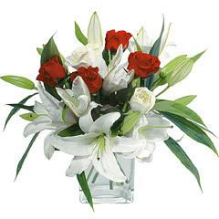 vazo içerisinde 4 gül 1 adet kazablanka  Kocaeli çiçek servisi , çiçekçi adresleri