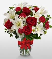 Eşsiz vazo tanzimi güller kazablankalar  Kocaeli çiçek servisi , çiçekçi adresleri
