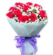 12 adet kırmızı gül ve beyaz kır çiçekleri  Kocaeli cicekciler , cicek siparisi