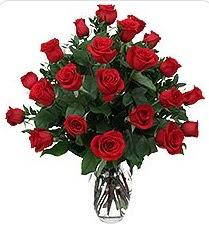 Kocaeli uluslararası çiçek gönderme  24 adet kırmızı gülden vazo tanzimi