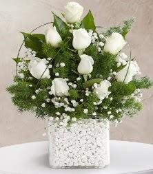 9 beyaz gül vazosu  Kocaeli internetten çiçek siparişi