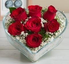 Kalp içerisinde 7 adet kırmızı gül  Kocaeli çiçekçi mağazası