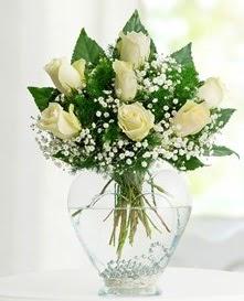 Cam içerisinde 7 adet beyaz gül  kaliteli taze ve ucuz çiçekler