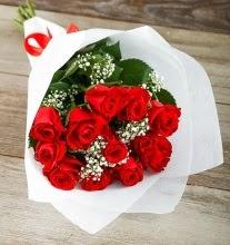 9 kırmızı gülden buket çiçeği  Kocaeli internetten çiçek satışı