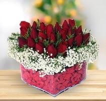 15 kırmızı gülden kalp mika çiçeği  Kocaeli internetten çiçek siparişi