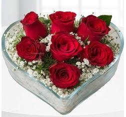 Kalp içerisinde 7 adet kırmızı gül  Kocaeli çiçek gönderme sitemiz güvenlidir